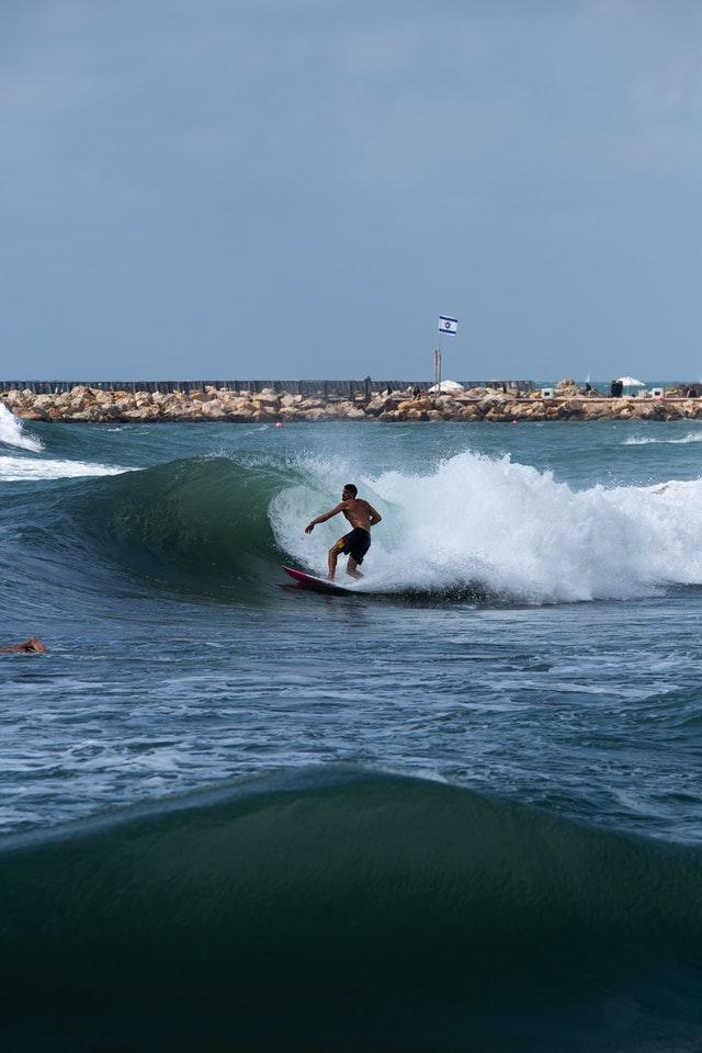 apprendre le surf en Bretagne