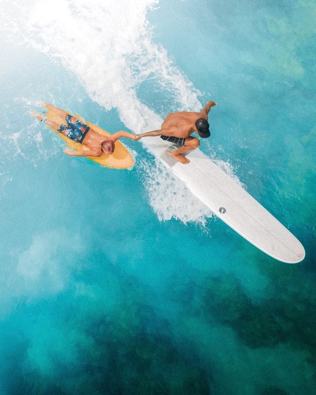 surfer en Bretagne